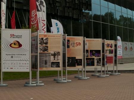 Wystawa plenerowa na Krynickim Deptaku