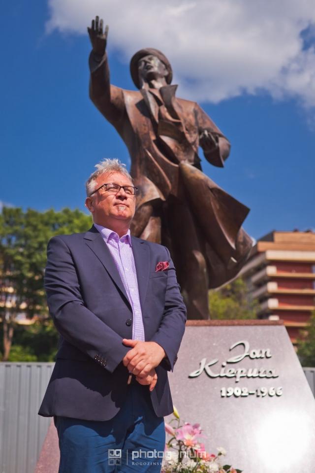 Złożenie kwiatów pod pomnikiem Jana Kiepury - 15 sierpnia 2019r.